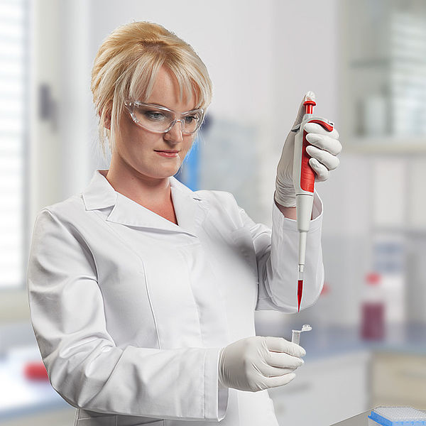 Pipetting with precision and comfort